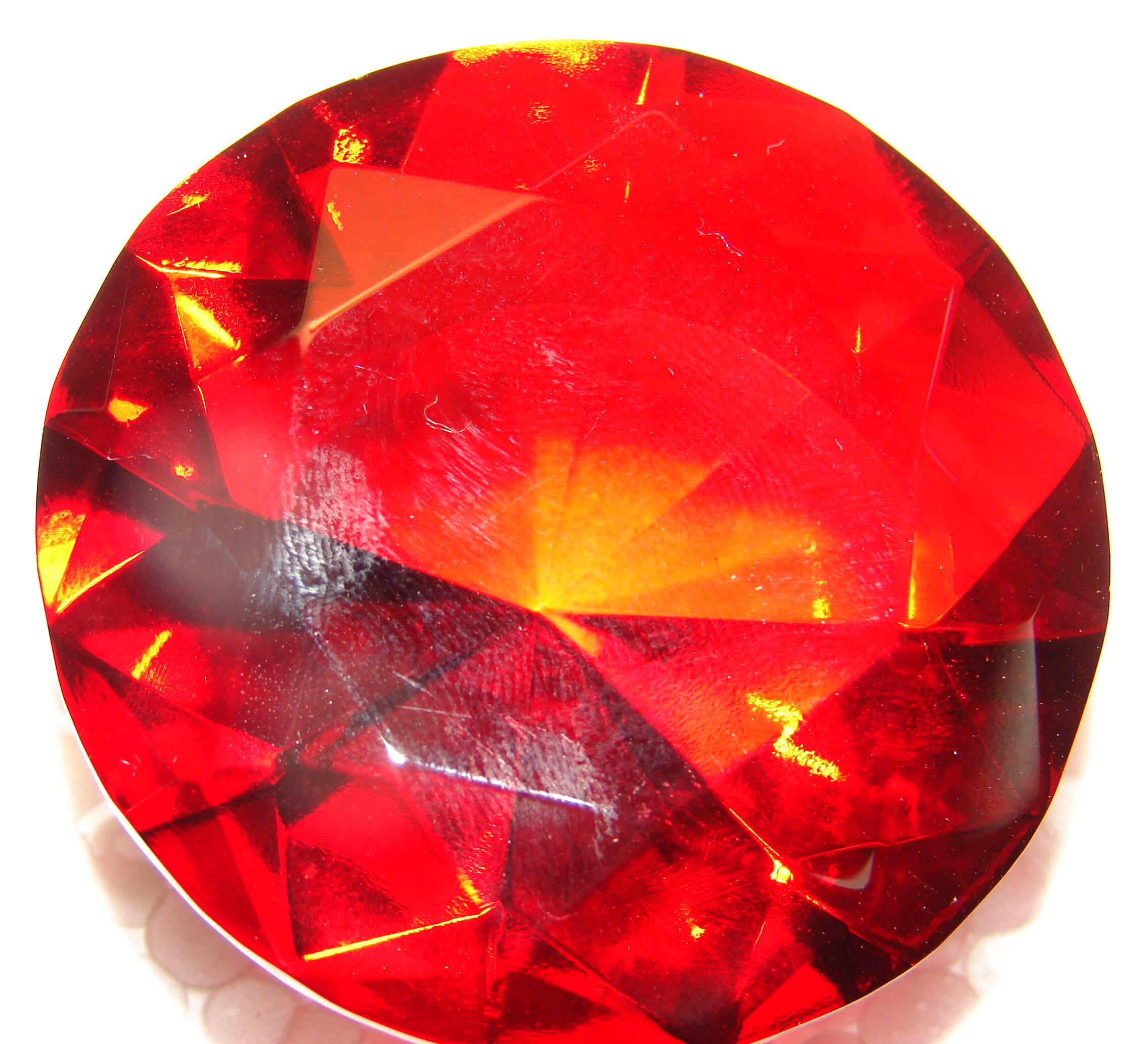 diamondred1.jpg (92697 bytes)
